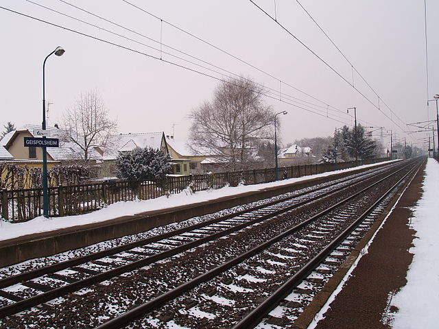 https://upload.wikimedia.org/wikipedia/commons/thumb/d/d4/Gare_SNCF_de_Geispolsheim.jpg/640px-Gare_SNCF_de_Geispolsheim.jpg