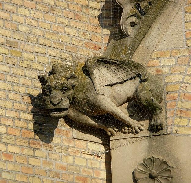 File:Gargoyle - panoramio.jpg