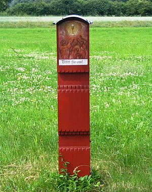 Wayside shrine - Wooden column shrine in Garsdorf, Bavaria