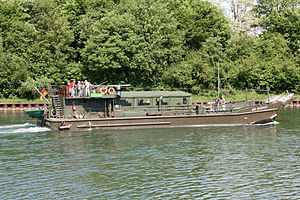Gelsenkirchen - Rhein-Herne-Kanal - Reservist (Hafenbrücke) 05 ies.jpg