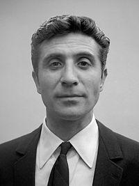 Gilbert Bécaud (1964).jpg