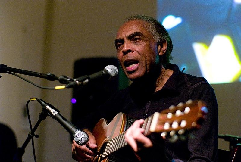 Ficheiro:Gilberto Gil with guitar.jpg