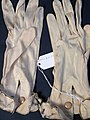 Glove, women's (AM 565062-3).jpg