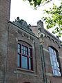 Goudsche lichtfabriek. Hoge Gouwe 189 in Gouda (2) Gevelversiering.jpg