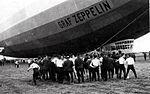Graf Zeppeling landt op Waalhaven, 18 juni 1932.jpg