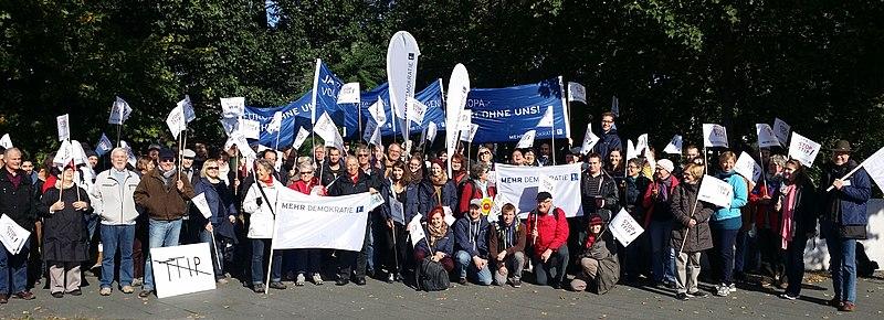 File:Großdemonstration gegen TTIP und CETA.jpg
