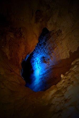 Frasassi Caves - Image: Grotte di Frasassi il Pozzo