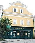 GuentherZ_2011-08-27_0336_Retz_Hauptplatz29_10356_Apotheke.jpg