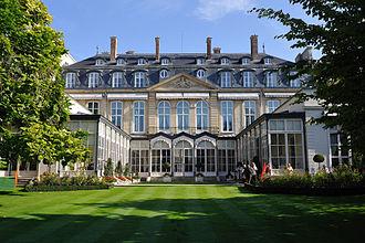 Hôtel de Charost - The Hôtel de Charost seen from the gardens.