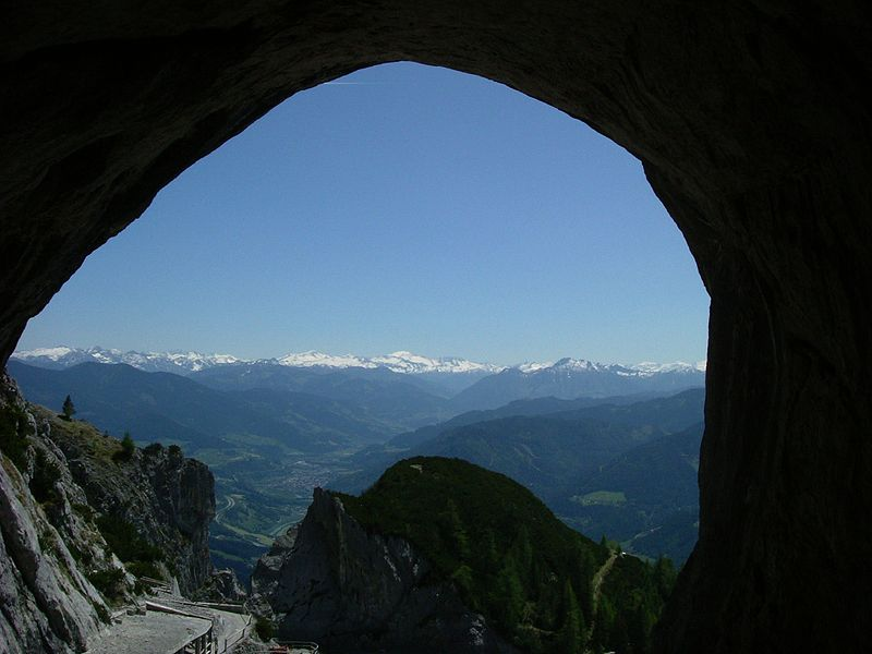 Файл:Höhlenausgang eisriesenwelt.jpg