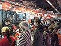 HK SYP 西營盤街市 Sai Ying Pun Market 鮮活海鮮檔 seafood stalls visitors January 2021 SS2.jpg