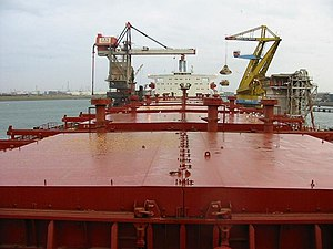 Bulk carrier - The sliding hatchcovers of Zaira.