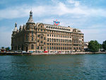 A Estação de Haydarpaşa vista do Mar de Mármara