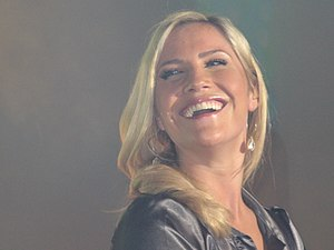Heidi Range - Range performing live with the Sugababes
