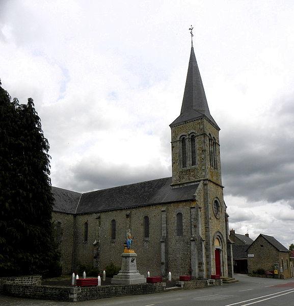 Église de l'Immaculée Conception de Hercé (53). façade principale et flanc ouest.