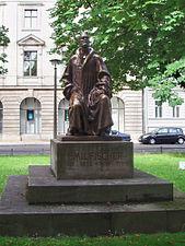 Hermann Emil Fischer berlin.jpg