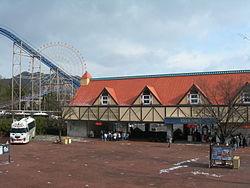 Himeji-central-park-entrance.JPG