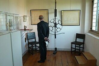Hofwijck - Image: Hofwijck display of pendulum and clocks