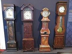 horloge murale ancienne en bois