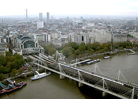 Hungerford.bridge.arp.750pix.jpg