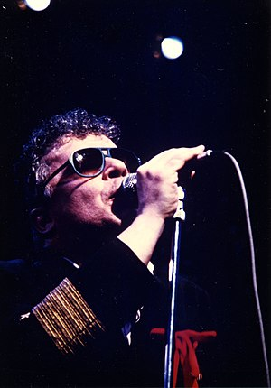 English: Ian Dury in concert.