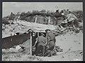 In de duinen tussen Zandvoort en IJmuiden is men bezig mijnen en bunkers van de, Bestanddeelnr 120-1036.jpg