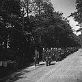 Inleveren van wapens door de Duitsers Duitse militairen op weg naar het wapende, Bestanddeelnr 900-3041.jpg