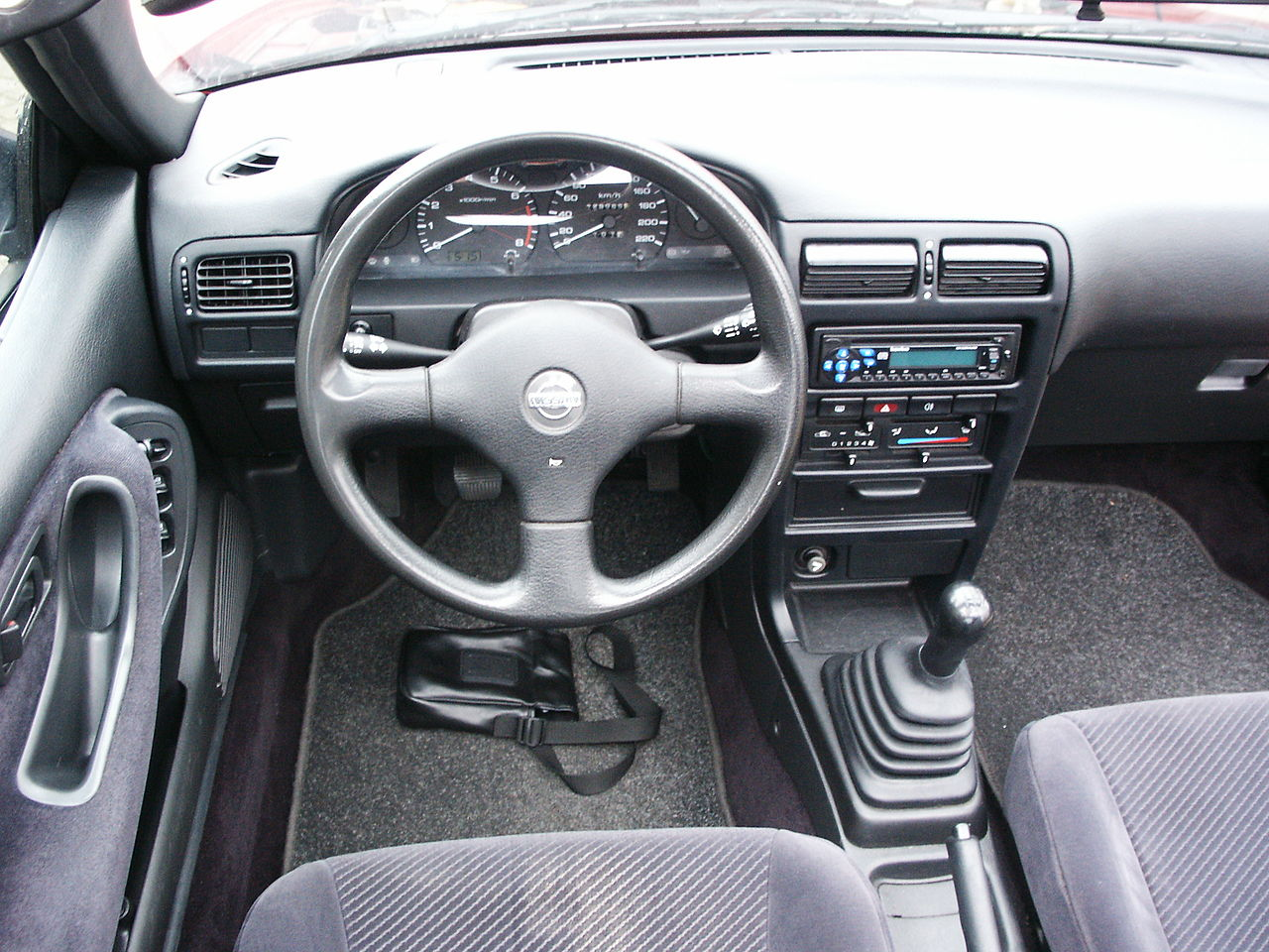 File interieur nissan 100nx jpg wikimedia commons for Interieur wikipedia