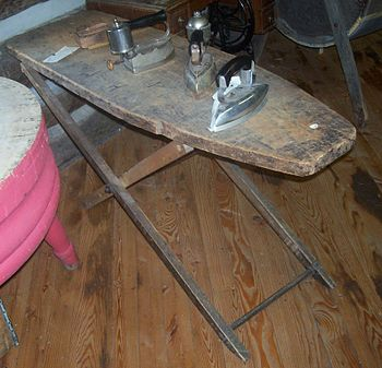 English: A historic wooden ironing board. Pict...