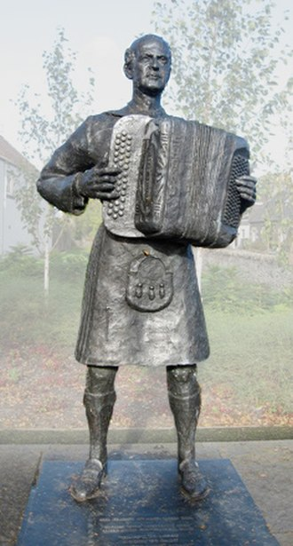 Jimmy Shand - Statue of Jimmy Shand, by David Annand, in Auchtermuchty