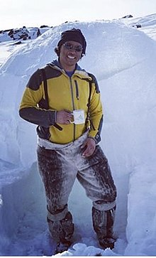 Johnny Issaluk builds an igloo.