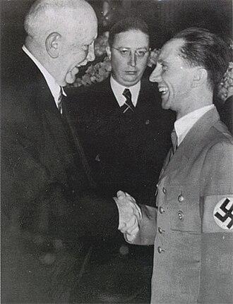 Reich Music Examination Office - Heinz Drewes between Richard Strauss (left) and Joseph Goebbels in 1938