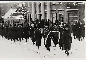 Kaarel Eenpalu - Eenpalu at the head of the procession of Julius Kuperjanov's funeral in Tartu, 1919.