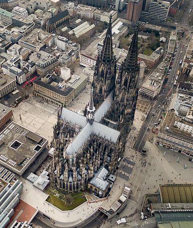 Kölner Dom Luftbild - cologne cathedral aerial (25326292056) (cropped).jpg