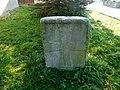 Křížový kámen 2 u tvrze v Kamenici (Q104975664).jpg
