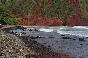 Kaihalulu Red Sand Beach.JPG