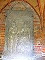 Kamień Pomorski, konkatedra św. Jana Chrzciciela, wirydarz, krużganek, płyta nagrobna.jpg