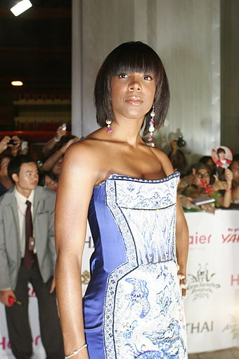 Kelly Rowland on the red carpet at MTV Asia Awards 2006 in Bangkok, Thailand. Kelly Rowland MAA.jpg