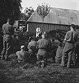 Koninklijke Nederlandse Brigade Prinses Irene. Normandië. Katholieke kerkdienst , Bestanddeelnr 934-9694.jpg