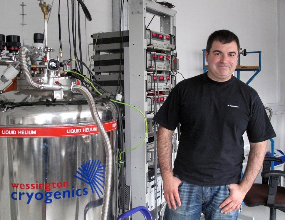 Konstantin Novoselov in lab