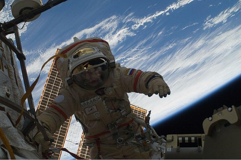 File:Kotov spacewalk140110.jpg