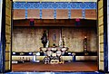 Kyoto Nishi Hongan-ji Amidahalle Innen Seitenaltar.jpg