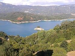 Lago del Salto - panoramio.jpg