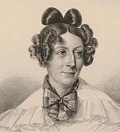 Lithographie: portrait de femme, vêtement blanc à petits volants, gros nœud autour du cou, cheveux longs mais plaqués sur le dessus, boucles sophistiquées sur les côtés et l'arrière de la tête