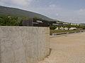 Le mur devant le Laténium.jpg