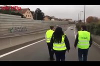 File:Les gilets jaunes bloquent l'autoroute - Lyon.webm