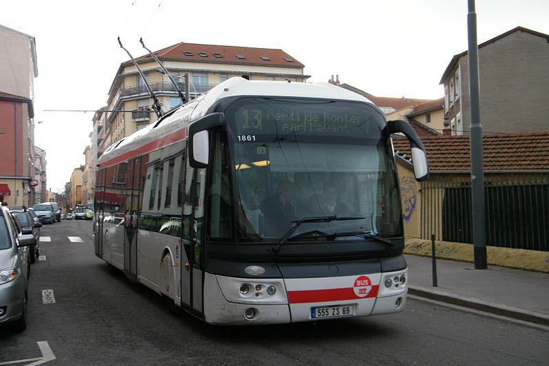 File:Ligne 13 TCL ETB12 Hopital Croix Rousse Ibou.JPG