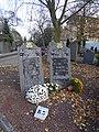 Lille monument en hommage au Caveau Lillois au cimetière de l'Est.jpg