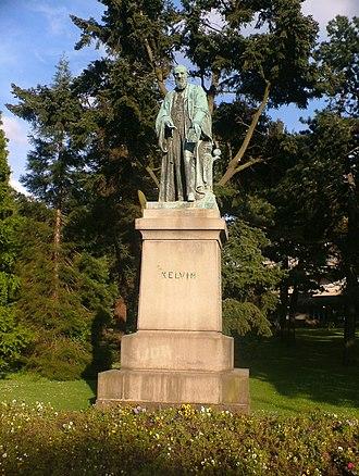 Binnacle - Statue of Lord Kelvin in Belfast, with a corrected binnacle behind him