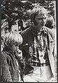 Love in in Amsterdam, met dichter Simon Vinkenoog en zoon, Bestanddeelnr 094-0609.jpg
